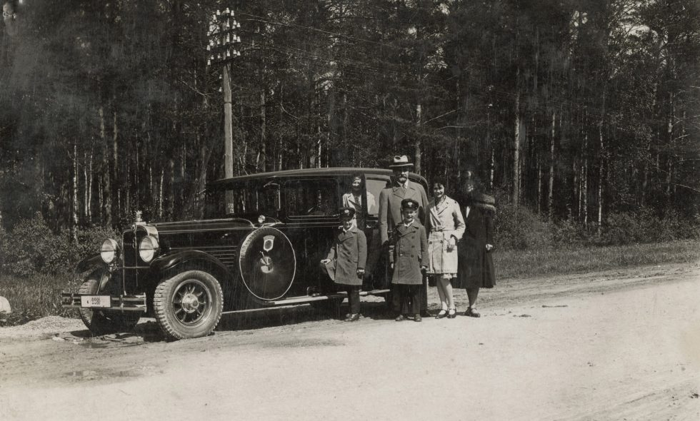 Ludvigs Neiburgs with his family next to his Stoewer G15 car, 1928.