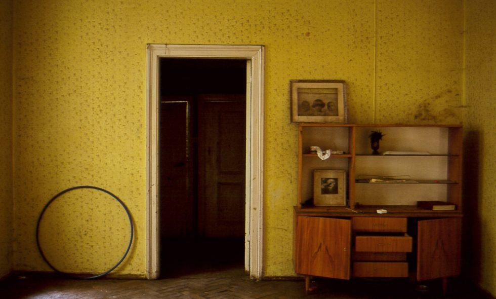 Telpu un parketa stāvoklis pirms rekonstrukcijas, pamestās mēbeles