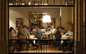 Aicinošs, viesmīlīgs restorāns  art nouveau noskaņās